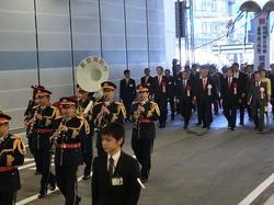 マッカーサー道路パレード1.JPG