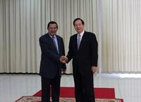 フンセン首相握手①.jpg