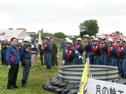 合同総合水防訓練 マンホール噴出防止工法 280510.jpg