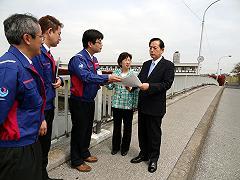 20120427志茂橋視察.JPG
